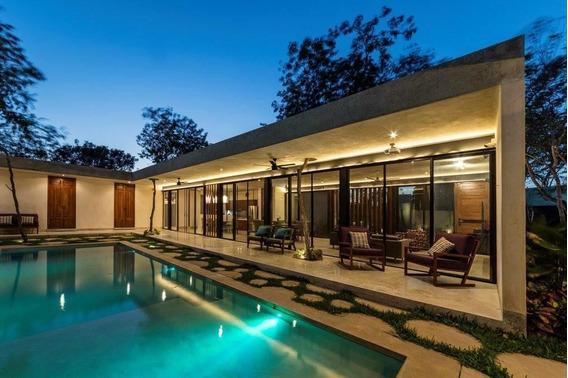 Preciosa Residencia Cuenta Con Paneles Solares, En Cholul 2310m2 Terreno!!