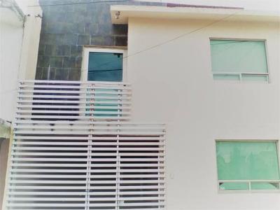 Renta Amplia Casa En Pitahayas