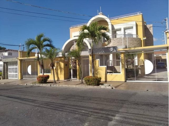 Dvm 20-3867 Se Vende Elegante Y Moderna Casa En Maracay.