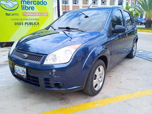 Imagen 1 de 7 de Ford Fiesta Max Sincronico