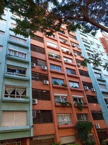 2 Dormitorios Frente Sobre Libertador Bajos Gastos Comunes!