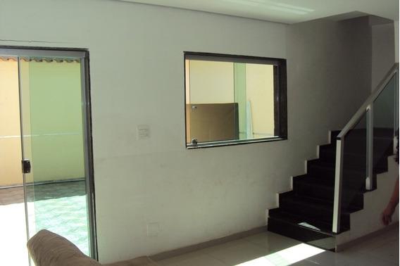 Excelente Imóvel Em Ótima Localização, Próximo A Av. Dos Andradas, Sendo 2 Casas, Grandes E 3 Lojas. - 1001