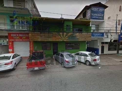 Venta Local Comercial Benito Juarez Poza Rica Veracruz. Ubicado En El Blvd. Adolfo Ruiz Cortinez Consta De 2 Plantas, En Planta Baja Cuenta Con 3 Medios Baños, 3 Lavabos Y Estacionamiento Para 3 Coch