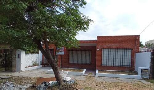 Imagen 1 de 11 de Casa Con Dos Dormitorios En Venta En Ituzaingo Norte