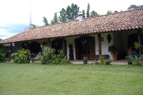 Chácara De 37.000m² Com 3 Casas Em Caçapava - Ch-1850