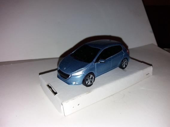 Autito Escala 1.43 Peugeot 208 De Resina Color Celeste