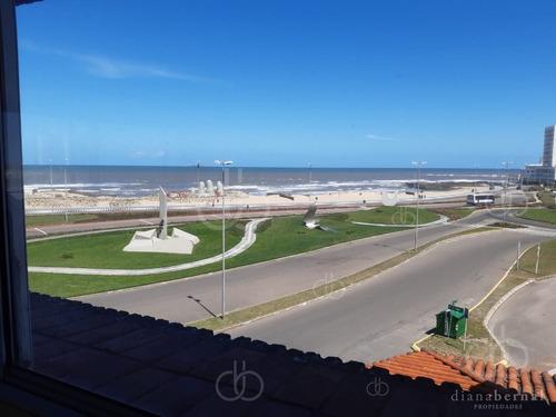 Apartamento En Venta Y Alquiler, Parada 1 Primera Línea De Playa Brava - Ref: 54414