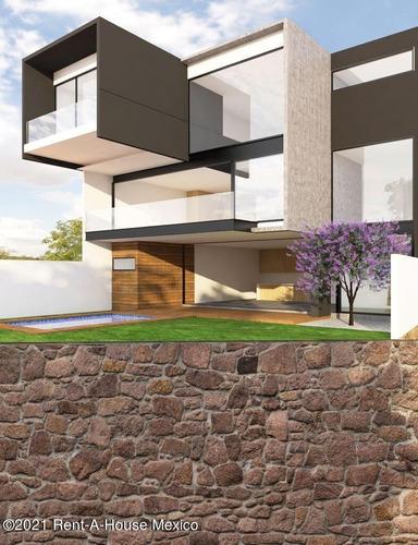 Imagen 1 de 12 de Preciosa Casa De Arquitecto Con Jardín, Salón De Juegos Y 4 Recámaras