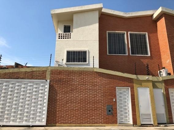 Casa En Venta Cod, 373946 Hilmar Rios 0414 4326946