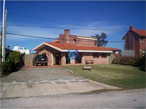Casa En Punta Del Este, Pinares- Ref: 1077