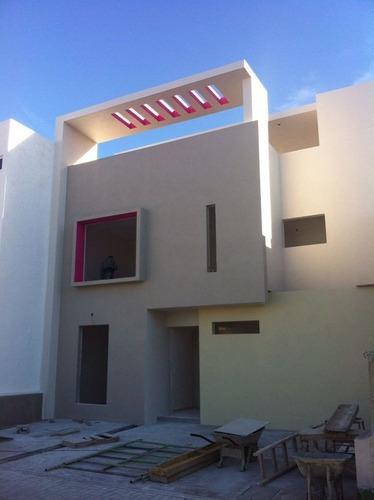En Venta Residencia De Autor En Zen House, El Mirador. 3 Recámaras, Estudio..