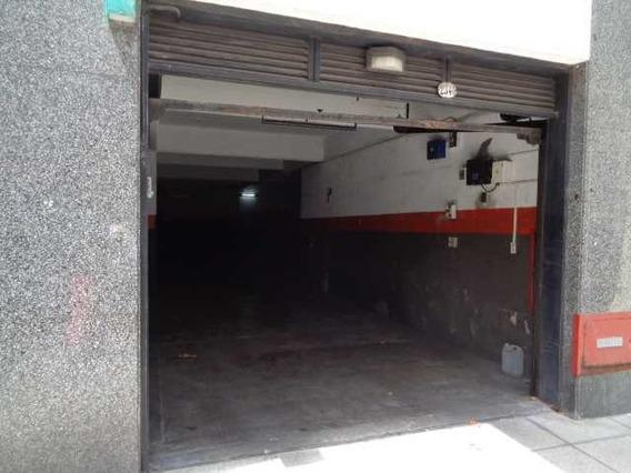 Cochera Fija ,calle Aguilar Próximo A Avda. Cabildo .