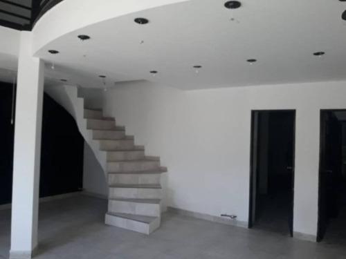 Zona Centro !! Ideal Para Oficinas Con  Acceso Garage.