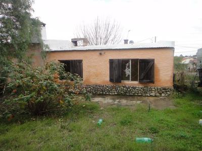 Muy Buena Casa De 3 Dormitorios, En Lindo Barrio