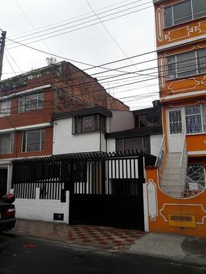 Casa Amplia, Re Modelada, 3 Garajes, 4 Habitaciones. Cbs