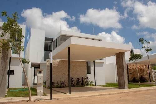 Casa En Venta En Merida, Privada Residencial Los Olivos. Modelo 215.