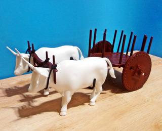 Carro De Boi Com 2 Bois Brancos Maquete Fazenda Miniatura