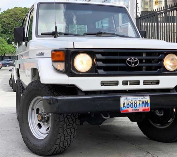 Toyota Macho Básico