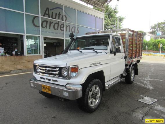 Toyota Land Cruiser Estacas 4x4