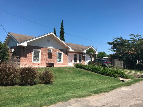 Casa De 3 Cuartos, Living Y Comedor, 2 Baños Y Cochera