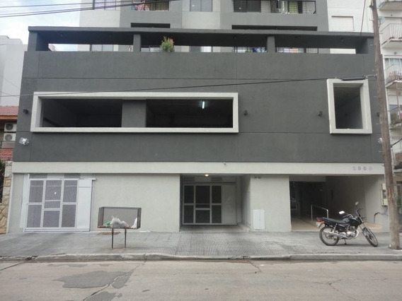 Cochera En Edificio En Caseros Zona Centro