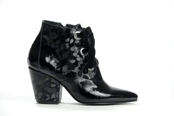 Zapato Mujer Botineta Natacha Camuflado Negro #582