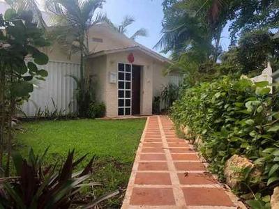 Venta De Casa En Condominio Villas Del Lago, En Zona Hotelera De Cancún