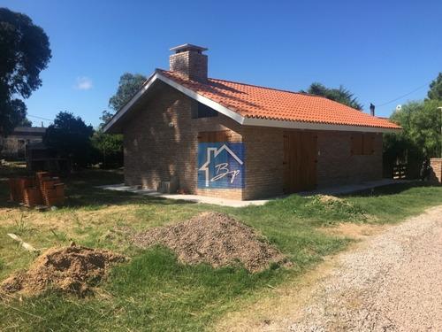 Casa En Venta En Pinares, A Estrenar, Buena Construcción, Punta Del Este- Ref: 597
