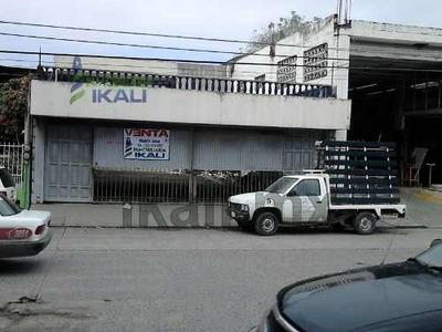 Edificio Venta Poza Rica Veracruz Col. Lázaro Cárdenas 2 Deptos. 6 Habitaciones, Se Encuentra Ubicado En El Bulevar Adolfo Ruiz Cortines # 2605 De La Colonia Lázaro Cárdenas, Consta De 2 Departamento