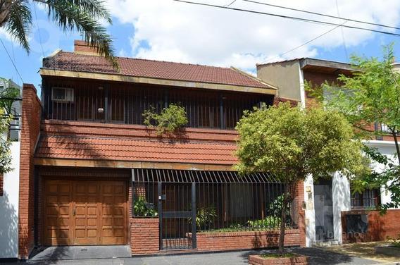 Casa / Chalet En Venta 4 Ambientes Con Patio Y Terraza. Garage - Villa Luro