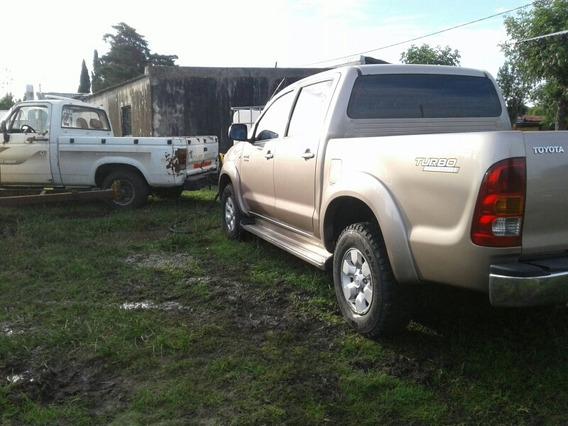Toyota Hilux 4x2 Doble Cabina
