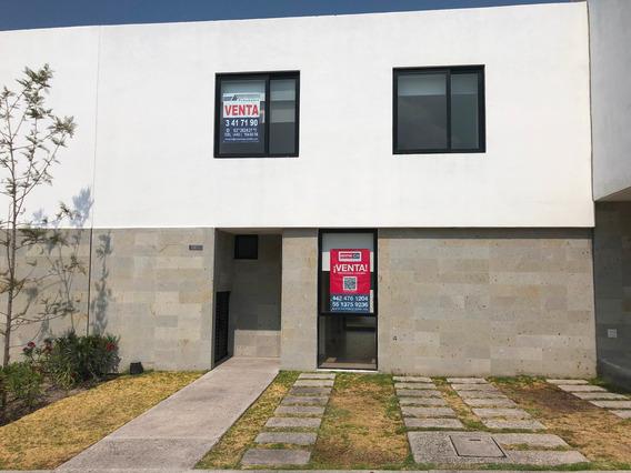 Casa De 3 Recamaras En Cerrada Con Amenidades