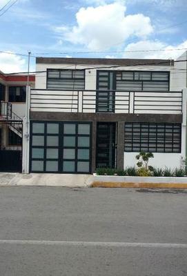 Casa En Venta, En Una De Las Colonias Mas Tradicionales De Metepec.