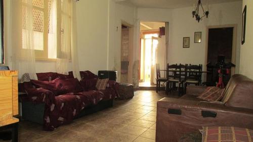 Venta De Apartamento, 2 Dormitorios. Con Amplia Terraza Cerrada