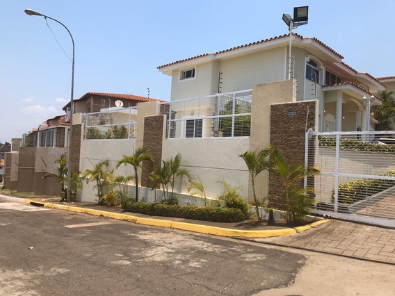 Se Vende Hermosa Casa De Dos Niveles En Villa Alianza