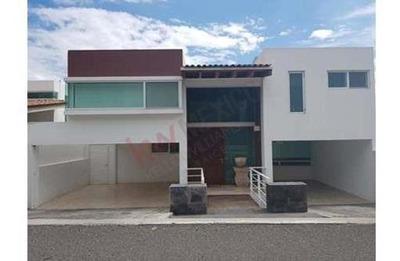 Casa En Renta, Desniveles, Hermosa Vista De La Ciudad, Privada Exclusiva