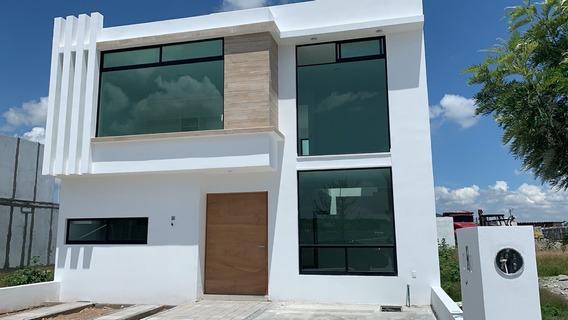 Casa En Venta En Juriquilla Con Recámara En Pb