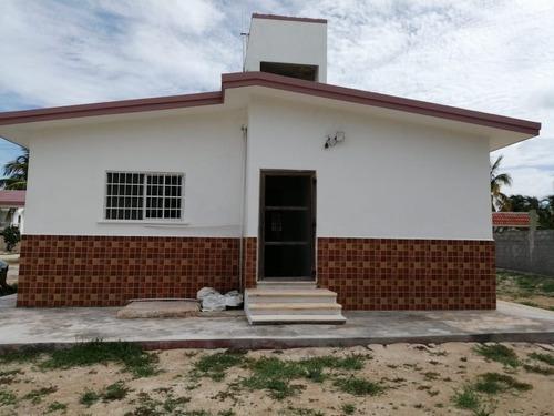 Bonita Casa En Venta En Chicxulub Puerto, Con Amplio Terreno.