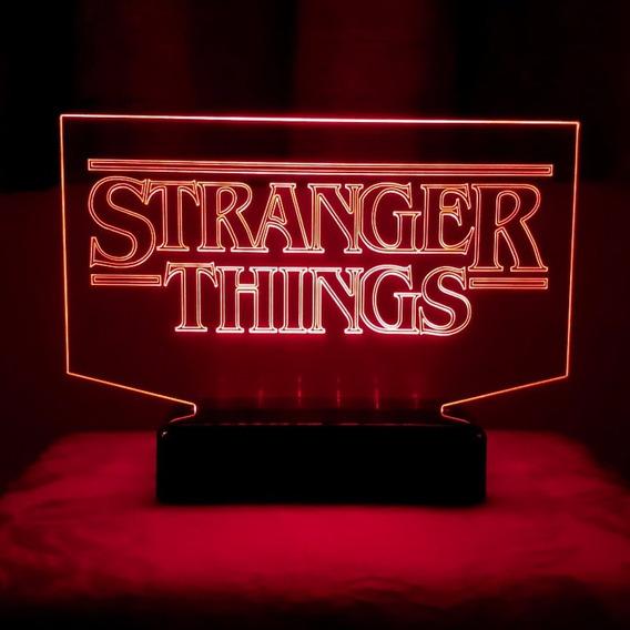 Luminária Led Stranger Things - Abajur Efeito Letreiro Intro