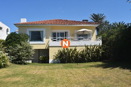 Casa En Venta  Zona  Faro , Punta Del Este, 4 Dormitorios.- Ref: 208850