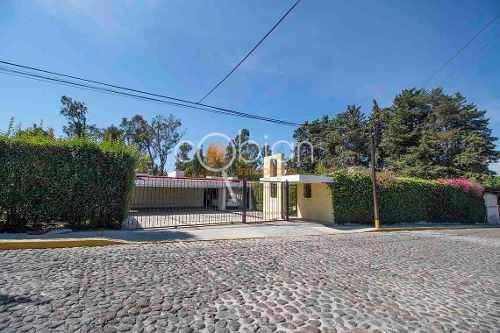 Residencia Con Jardin En Exlusivo Fracc. Bosque De La Calera