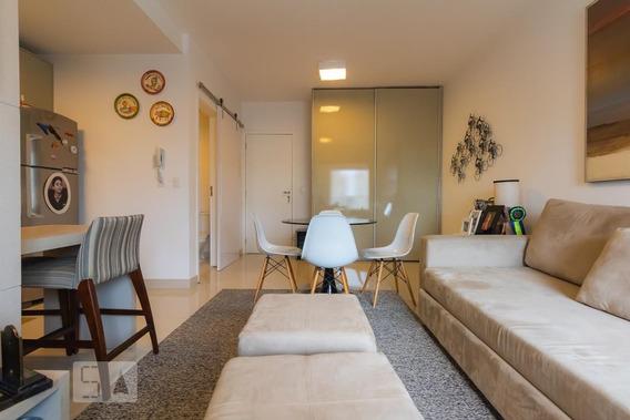 Studio No 13º Andar Mobiliado Com 1 Dormitório E 1 Garagem - Id: 892973010 - 273010