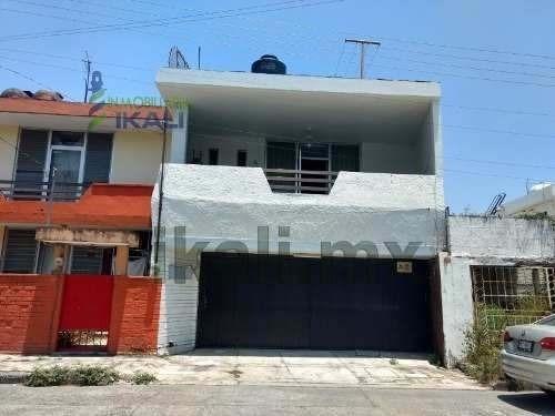 Venta Departamento Con Local Comercial Centro Tuxpan Veracruz. Ubicado En La Calle Zaragoza, Consta Planta Baja 1 Garaje, 1 Oficina, 1 Local Comercial, 2 Medios Baños, Area De Lavado, En Planta Alta