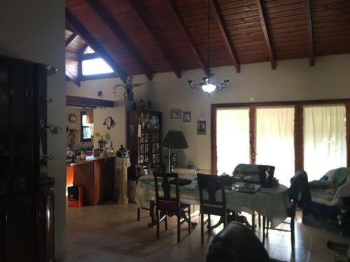 Casas 2 Dormitorios  1 Escr. En Venta Arguello 948m2 Terreno