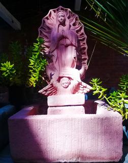 Fuente Con Escultura Virgen De Guadalupe/ Cantera Y Granito