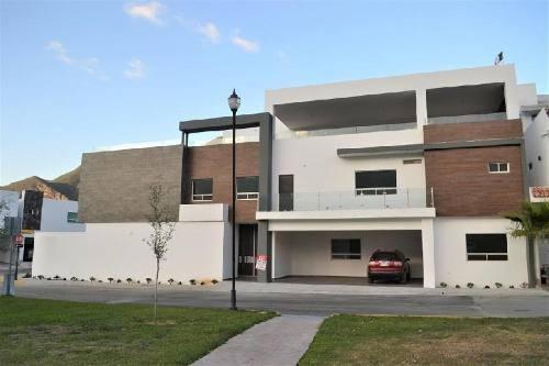 Casa En Venta Nueva Col. Valle De Cristal, Carretera Nacional, Monterrey N.l.