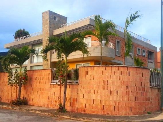 Se Vende Casa 550m2 4h+s/5b+s/3p Prados Del Este