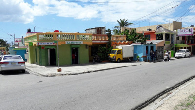 Vende Farmacia Cerca Del Hospital Le Bon Samaritin Con Casa