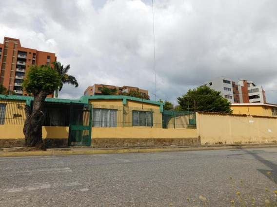 Casa Comercial En Venta Zona Este Barquisimeto 20-2152 App 04121548350