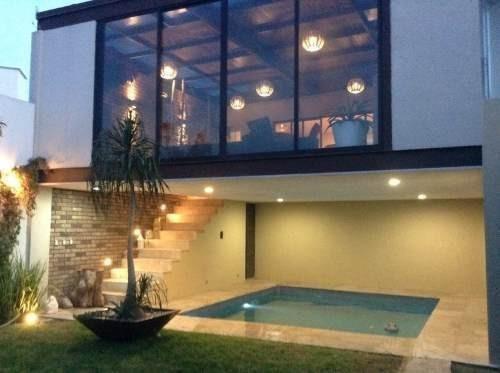Hermosa Residencia De Lujo Con Alberca. Ubicada Dentro De Cu